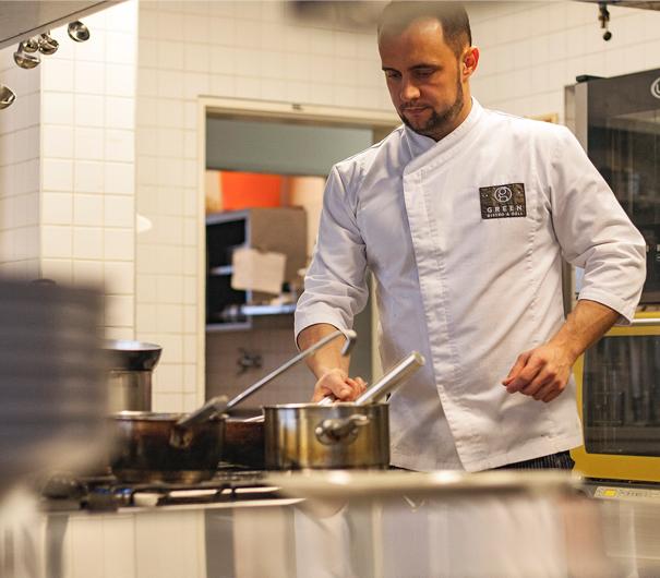 Šéfkuchař a zároveň spolumajitel Greenu v akci.